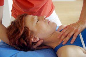 Der Nacken ist der wichtigste Bereich um gegen Kopfschmerzen vorzugehen.