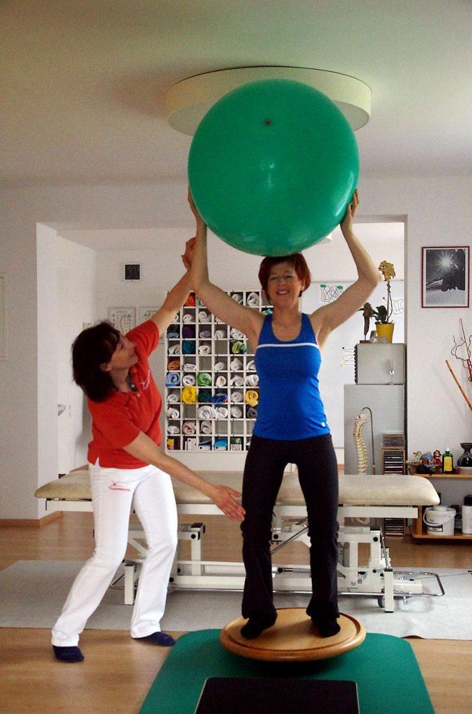 Übung zum stärken des Gleichgewichtes und der Waden bzw. Schenkel