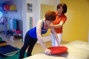Gleichgewichtstraining und Stärkung der Rücken- und Brustmuskulatur